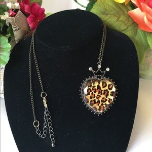 Jewelry - Heart & Crown Necklace